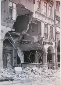 21. 8. 1968 v Liberci. Náměstí Bojovníků za mír, pobořené domy