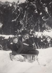 R. Doleček s tatínkem 1935