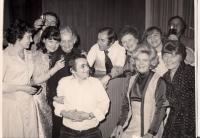 Vzpomínkové setkání členů Souboru Olgy Putzkerové (O.P. vlevo)