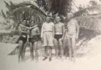 Výcvik na Bahamách, Jiří Pavel první zleva, Pavel Vranský druhý zleva