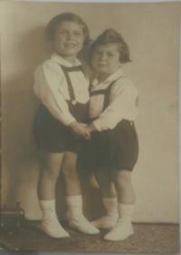Jiří Pavel Kafka, s bratrem (1)