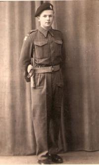 Adolf Kaleta v Southamptonu v roce 1944