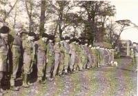 Brigádní štábní rota 50 v nástupním prostoru před útokem na Dunkerque.