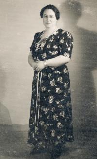 Maminka Aranka Roubíčková