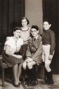 Sourozenci Roubíčkovi - zleva Rena, Věra, Karel, Rudolf