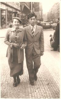 Anna Fidlerová s přítelem Lorisem Sušickým, Praha 1940