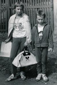 Helena Suková s bratrem Cyrilem, 1975