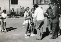 Helena s pohárem, 1975