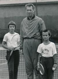 Helena s otcem a bratrem 2, 1975