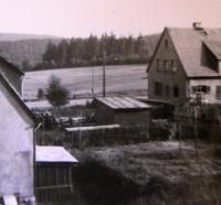 Pohled z Eliščina domu do údolí směrem ke hřbitovu; Rotava; 1958
