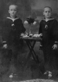 His father Pavel Žebrák (on the right) with his brother Petr (end of the 19th century)