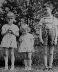 František Žebrák's children (from the left: Magdaléna, Miriam and Pavel)