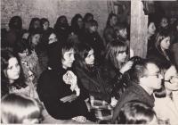 koncert Plastic People v Nové Vísce, zleva Dana Němcová, Ondřej Němec, Ivan Jirous, Juliana Jirousová