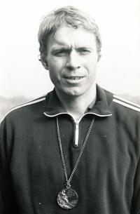 Vladek Lacina s bronzovou medailí z párové čtyřky LOH Montreal 1976