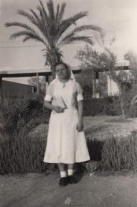 Během studia na zdravotní škole, Haifa 1952