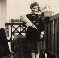 Eva Erbenová-Loevidt první den ve škole, Podmokly 1936