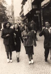 Tři z Belgické: Marta Eisnerová, A.Hyndráková-Kovanicová, H. Laufer - 1946