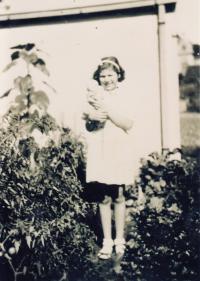Eva Loevidt-Erbenová poslední foto před deportací, Strašnice 1939