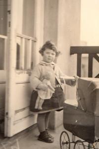 Eva Erbenová-Loevidtová dětství