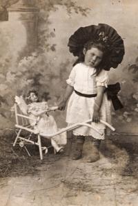 Matka Marta Loevidt, cca. 1902/3