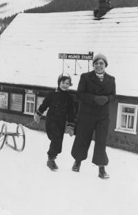 Eva Erbenová s maminkou, 1938