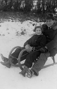 Eva Erbenová s tatínkem, 1938