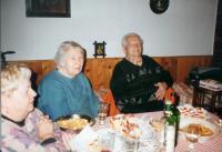 Rodinná oslava, 2005. První žena zleva je manželka Fr. Švrčka Vera