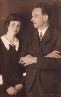 Parents Karel Pollak and Alice Pollak, 20ies