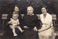 Hana with her mum, great grandmother, grandmother