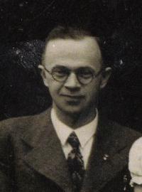 Teacher Vošik, school in Olbramovice, cca 1938