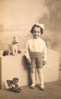 Hana as a child, 1934
