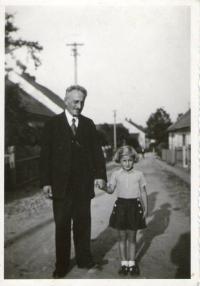 Pamětnice s dědečkem Ludvíkem Edelsteinem v Příbrami