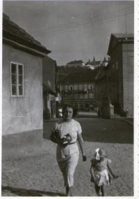 Pamětnice s matkou, Zdenou Tejčkovou, roz. Edelsteinovou
