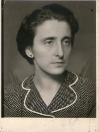 Zdena Tejčková, roz. Edelsteinová, matka pamětnice