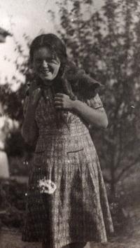 Elvíra na Ukrajině, rok 1950