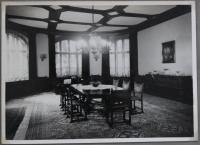 Jídelna zámečku Dobřenice v třicátých letech