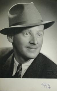 Vladimír in 1947