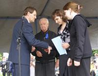 9. 14. 6. 2008-350. výročí Gymnázia ve Slaném predani ceny studentkám