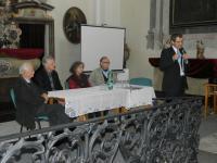 9e. Reditel Gymnázia ve Slaném Milan Dundr při úvodním projevu k besedě v kapli Vlastivědného muzea ve Slaném