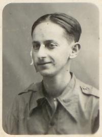 Adolf Vodička v říjnu 1938 krátce po propuštění z nemocnice v Mataró. Lékaři v jeho těle napočítali šestnáct střepin z dělostřeleckého granátu.