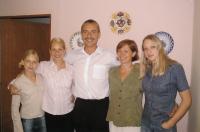 Komrsková s rodinou, zprava dcera Jana, Zdenka, Jan, Lucie a Aneta