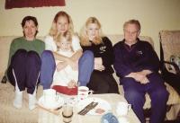 Komrsková s rodinou, zprava manžel Jan, dcera Jana, Lucie a Aneta