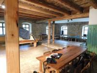 Sál domu (bývalého hostice a dnes kulturní památky) Milana Adámka