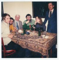 druhý z leva Albert Antonín Černý, třetí zleva Zdeněk Urbánek, zcela vpravo Václav Havel