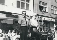 Mítink na zlínském náměstí - aktivisté OF Albert Černý a František Bobák