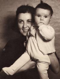 Pavla Kováčová s dcerou, 40. léta