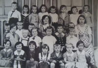 Ervin Šolc is the second child from the left in upper row
