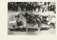 Fotka z radnice. Pátý zprava je Jan Bartoš