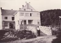 Hotel Adolf Pospisil before firing, which took place during the war secret dance