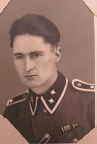 Oberscharfürer (lieutenant) SS Othmar Victor living in Javoříčko